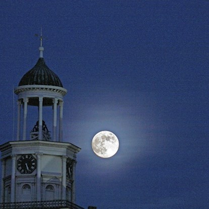 Moon rising over the courthouse in Vicksburg, MS